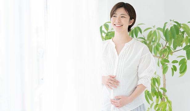 「出産したら母乳は出るもの?」妊娠中にしておきたい母乳育児の準備とは【助産師が解説】
